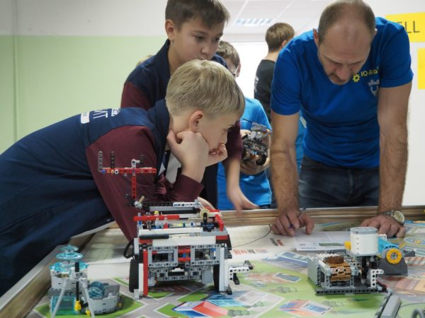 Что такое FIRST LEGO League (FLL)?