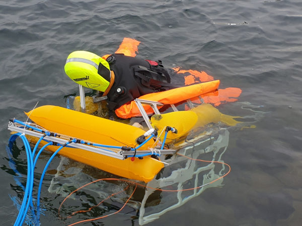 The aquatic robot transports the dummy to shore via the shortest route.